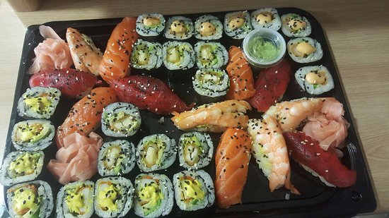 Gardanne, França: Super mélange de sushi et maki !