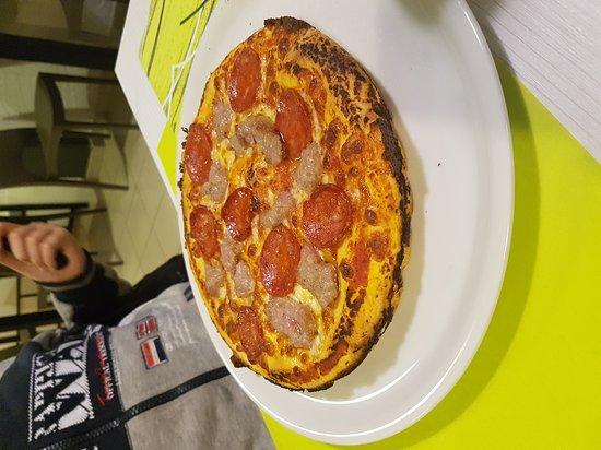 Volpiano, Italia: Pizza al padellino
