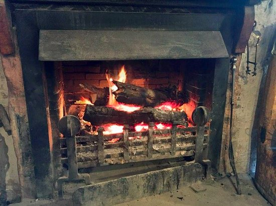 Blairgowrie, UK : A superb fire for a chilly cyclist