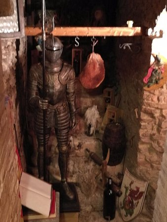Enolaioteca Da Pina - La taverna della terra di Mezzo: L'interno.