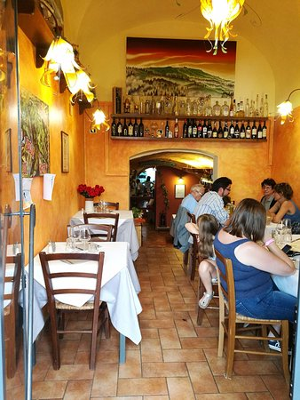 Enolaioteca Da Pina - La taverna della terra di Mezzo: La prima sala.