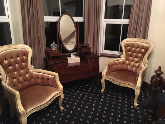 Redcliffe House Bed & Breakfast: Sit in comfort