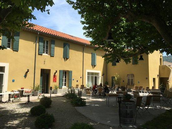 Sablet, France: Terrasse ombragée