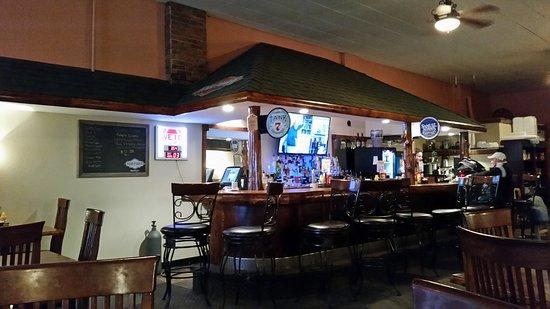 Clinton, MO : Coutyard Grill & Bar