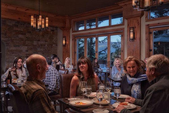 Grouse Mountain Grill: Wow!  An amazing setting for a great dinner with family and friends!