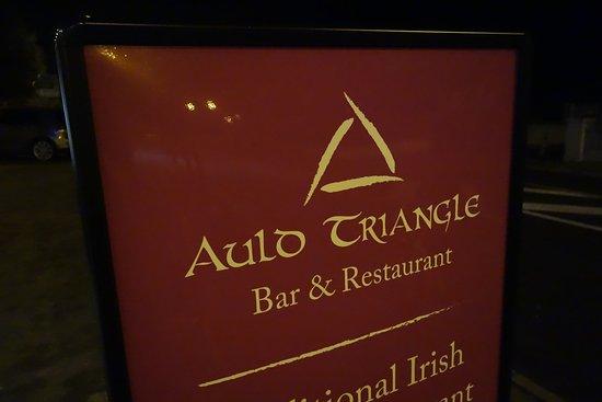 The Auld Triangle: Viejo trinagulo, auld es otra forma de decir old en inglés