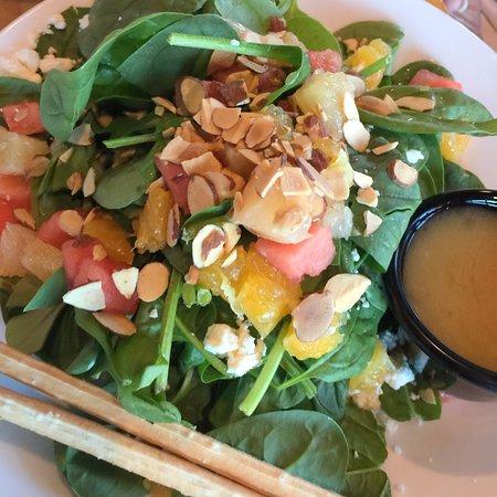 Brooks' Bar & Deck at Edgewood Tahoe: salad