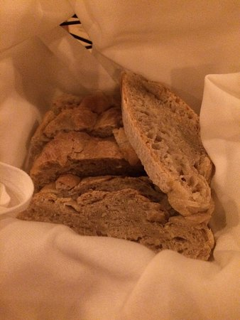 Fayetteville, AR: Homemade rustic Italian bread is served in baskets.