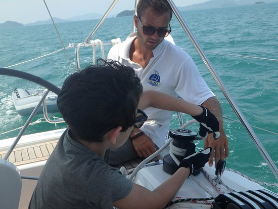 YachtPro : Our chartered captain helping the youngest with new skills