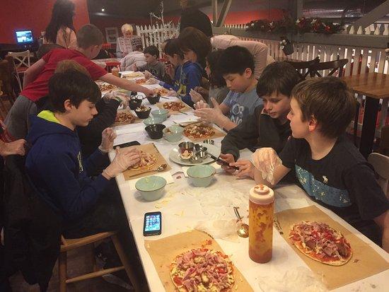 Lisburn, UK: Great pizza making birthday party