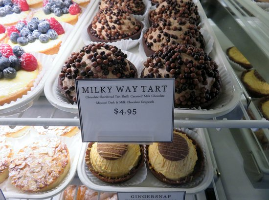 White's Cafe & Pastry Shop: Milky way tart