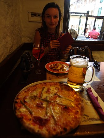 Tignale pizza with the beer and lasagnia spritz
