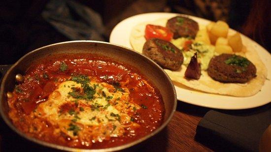 hummus barcelona vegetarian street food shukshuka y kebab