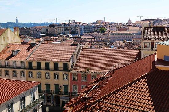 Alojamento Local Santo Tirso: Lisboa tejados. Blog: unachicatrotamundos.com