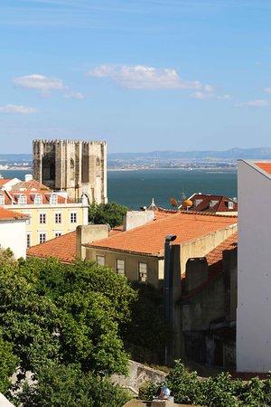 Alojamento Local Santo Tirso: Catedral Lisboa. Blog: unachicatrotamundos.com