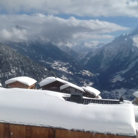 La Rosiere, França: View from living room and balcony