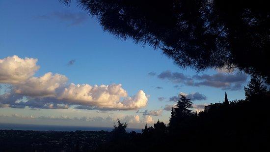 Saint-Jeannet, France: Magnifique vue sur la Méditerranée , ciel inoubliable en septembre  !