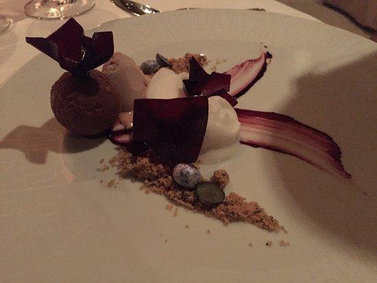 La Mer -  L'Aperitif: Delicious Berry Dessert