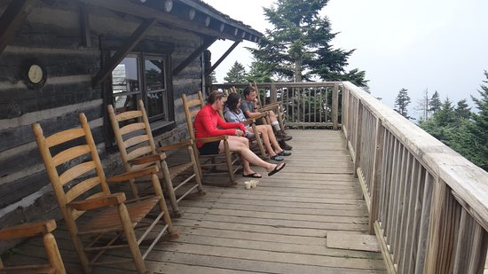 LeConte Lodge: Rocking the day away