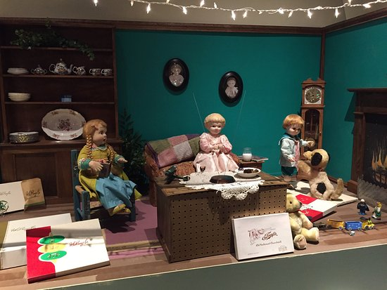Neville Public Museum: Pranges Christmas window displays... memories of times past