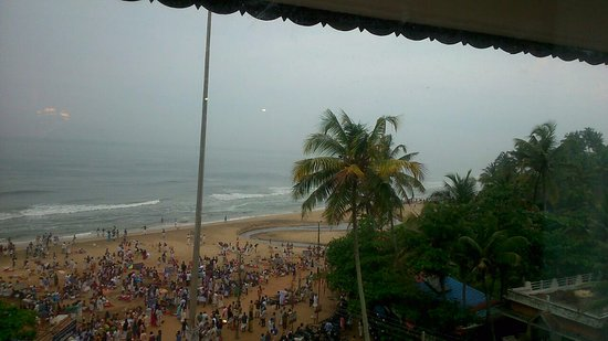 Hindustan Beach Retreat: View from the window of the executive room. Enjoy the beach while being in an AC room!!