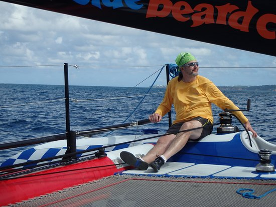 Simpson Bay, Saint-Martin / Sint Maarten: Happy happy guest sailor Roger at the helm