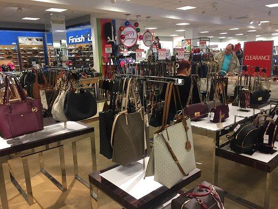 Laredo, TX: Shopping com várias marcas famosas e ótimos preços. Sem sombra de dúvida a loja da Aero é umas d
