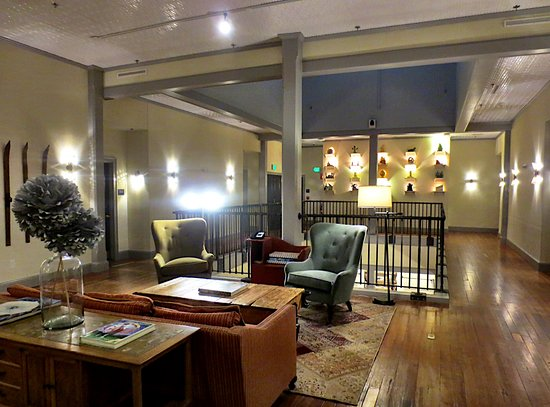 Pittsfield, MA: Relax in the 3rd floor common space