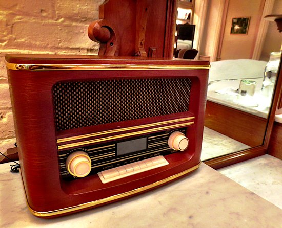 Pittsfield, MA: Cool old radio