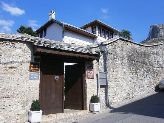 Bosnian National Monument Muslibegovic House Hotel: ホテルの入り口