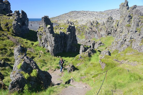 Hellnar, Iceland: Trail through lava to the beach at Djupalonssandur.