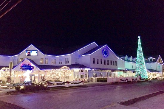 Blue Gate Theatre: Blue Gate Restaurant, Bakery, and Theater at Christmastime