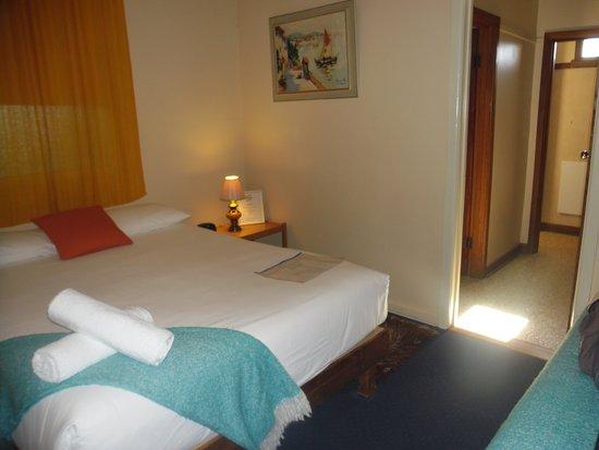 Hepburn Springs, Australia: Queen bed room