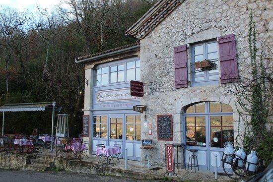 Saint-Cirq Lapopie, France : façade du restaurant