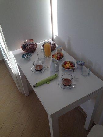 L'Ancora: Frühstück mit viel Liebe aufs Zimmer serviert