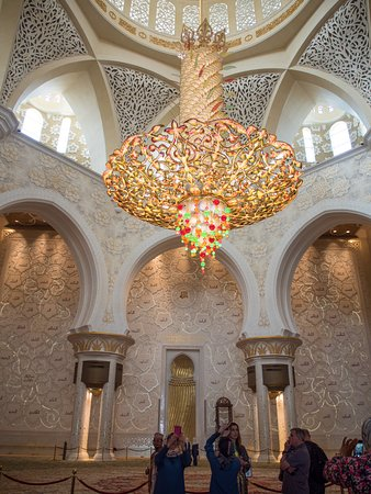 Sheikh Zayed Mosque Gest Chandelier In The World