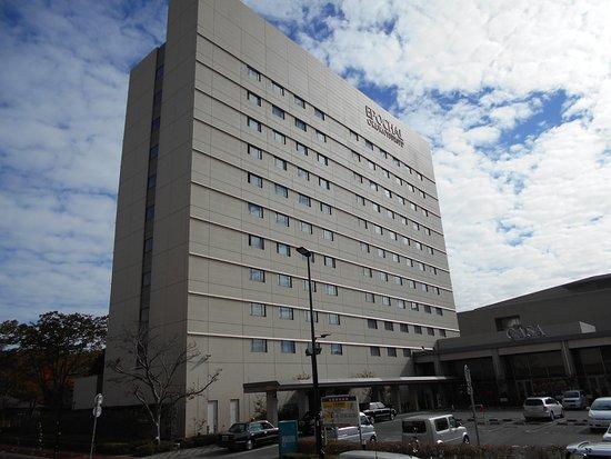 Okura Frontier Hotel Tsukuba Epochal : ホテル正面と駐車場