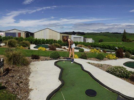 Raglan, New Zealand: Mini putt