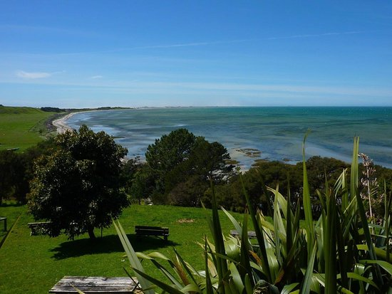 Motueka, Nouvelle-Zélande : Have lunch at the incomparably scenic Farewell Spit cafe.