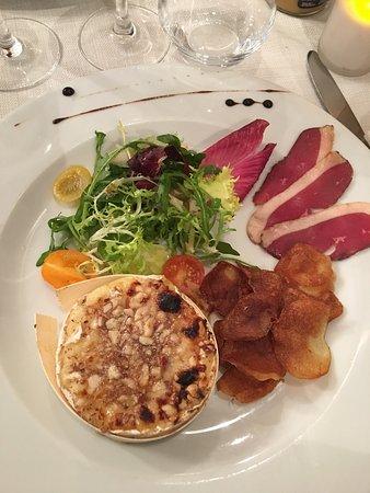 La-Bouilladisse, ฝรั่งเศส: Petit camembert braisé, chips, magret de canard
