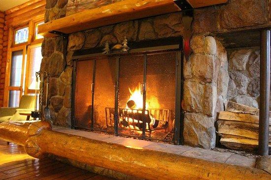 Overlander Mountain Lodge : photo1.jpg