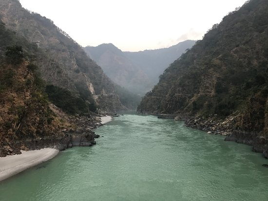 Singthali Village, India: View of the Ganges flowing below from swinging bridge near the resort