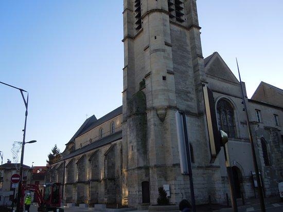 Villejuif, France: Latéral gauche de l'église
