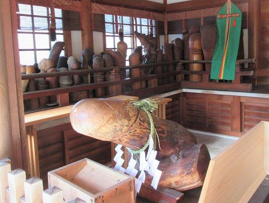 Komaki, Япония: More phallic items.