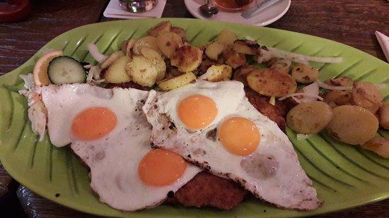 Ketzin, Deutschland: Hamburger-Schnitzel nur XL-Grösse