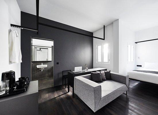 Studio room picture of hotel mono singapore tripadvisor for Interior design room grid