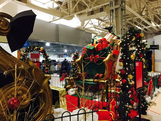 The Great Mall of the Bay Area: Santa pictures