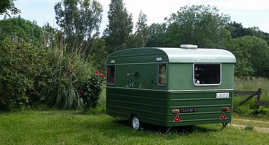 Castelnau-Magnoac, France: Our retro caravan by the frog lake, enjoy a little nature watching with a glass of wine and a bo