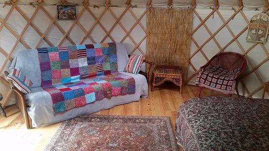 Castelnau-Magnoac, France: Lakeside yurt