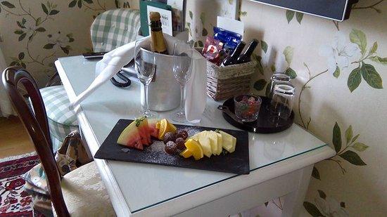 Lagan, Suecia: Champagne och frukt på rummet